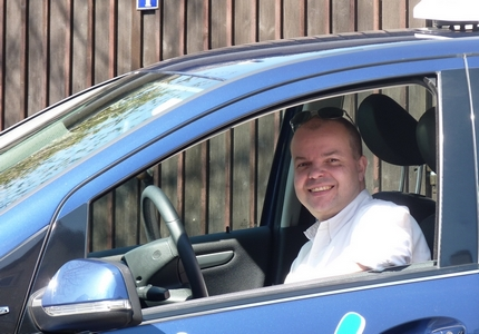 Dirk mit Auto